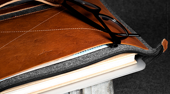 Grab-Laptop-Folio-Heritage-08
